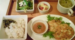 Cafe Xandoのえびのふっくら豆腐バーグ