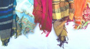 ティグルブロカンテがヴィンテージの織機から生まれる自由なショール「tamaki niime」の展示会を開催。
